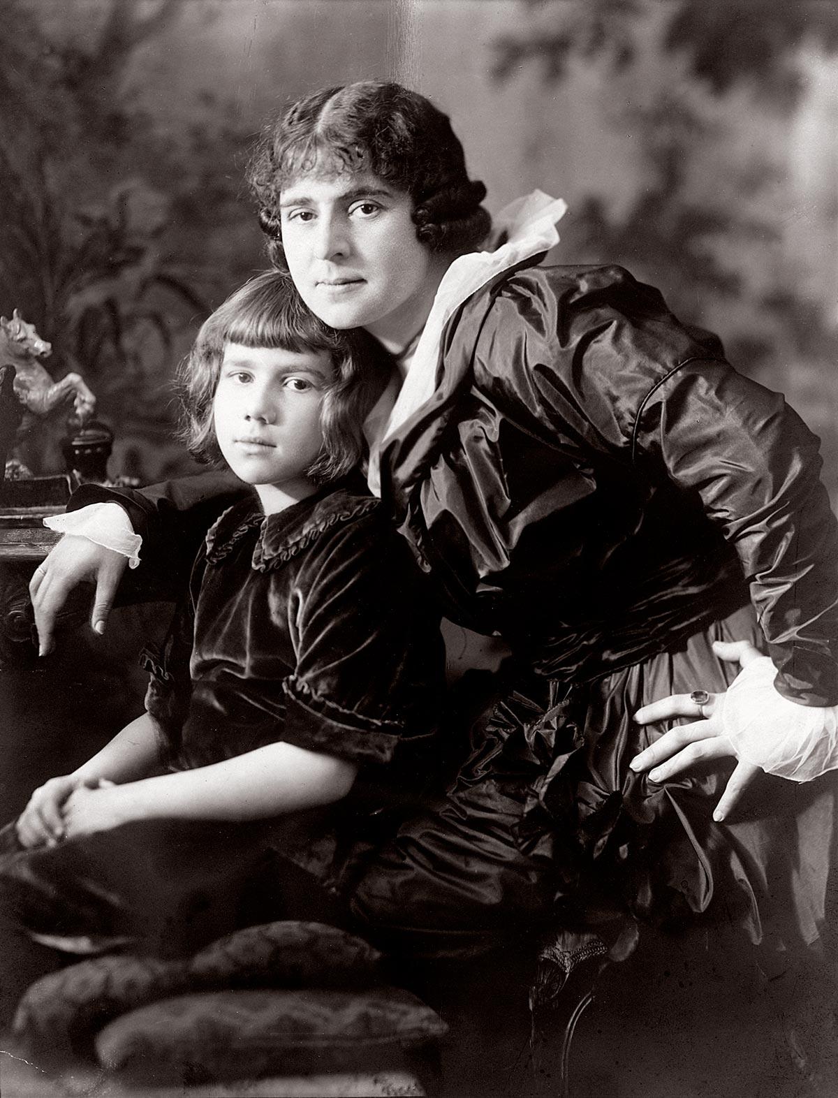Th.St. mit Moiby (Mopsa), Foto Franz Grainer, ca. 1913